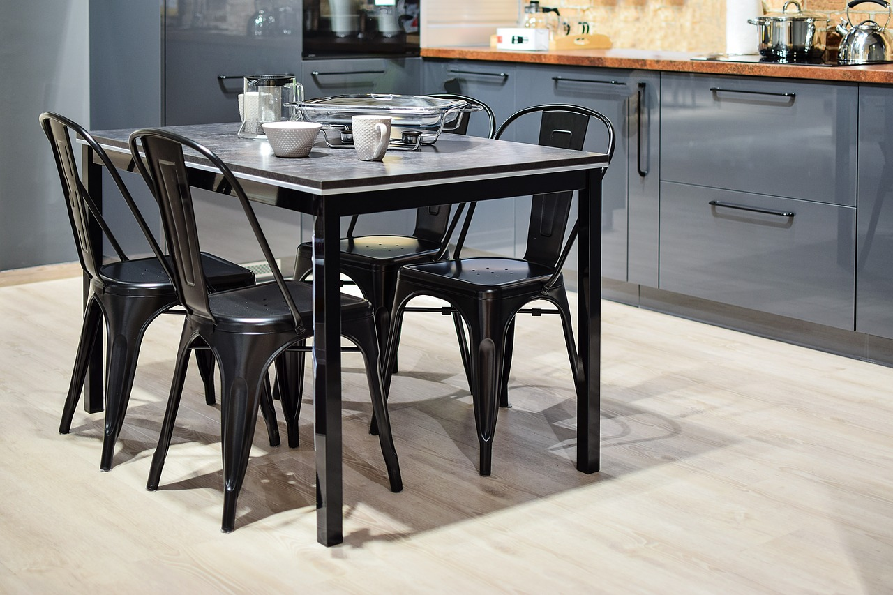 Arredare e ristrutturare la cucina: scegliere il pavimento ...